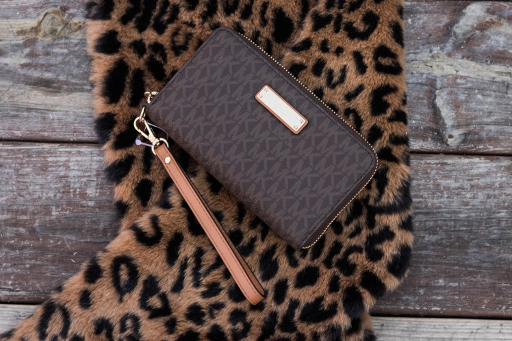 Http://FinesseCurves.com gifts for her under $100, Kate Spade, Michael Kors, aims Moon Paperie, Mary Kay, Saint Louis, top blogger, top plus size blogger, google home mini, Christmas gift guide, Sammy dress, Saint Louis blogger, Chicago blogger, Dallas blogger, monte blanc