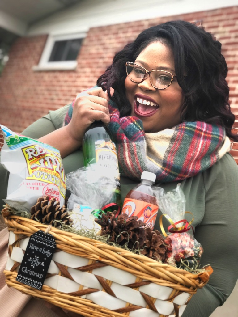 httlp://finessecurves.com taste of saint louis basket, diy gift basket, instacart, holiday groccerie delivery service, schnucks, vess, old vienna, red hot ripletts, gooey butter cake cookies, diy holiday
